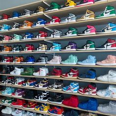 Sneakers fashion and sneakers trend. Jordan Shoes Girls, Girls Shoes, Jordan Outfits, Shoes Women, Outfits With Jordans, Girls Wearing Jordans, Jordans Girls, Nike Outfits, Zapatillas Nike Jordan