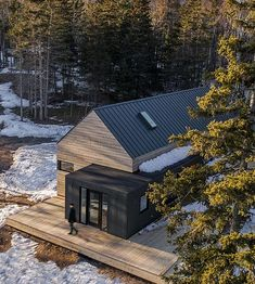 Prefab homes and modular homes in Canada: East Coast Modern Prefab Homes – 2020 World Travel Populler Travel Country Prefab Homes Canada, Prefab Modular Homes, Modern Modular Homes, Prefab Cabins, Modern Cabins, Modern Barn House, Modern Cottage, Tiny House Exterior, Scandinavian Architecture