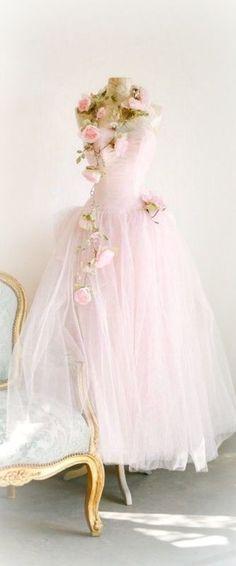 Vintage, fairytale prom dress ~Debbie Orcutt ♡    jαɢlαdy