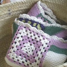 """6 Gostos, 1 Comentários - Pontos e Voltas (@angelapontosevoltas) no Instagram: """"da série PEÇAS TRICOTADAS POR MIM IV . MANTA PARA BEBÉ. . Andei a revisitar peças que já fiz há…"""" 1, Blanket, Crochet, Instagram, Dots, Crocheting, Blankets, Shag Rug, Chrochet"""