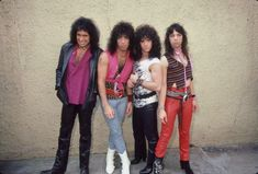 Kiss Rock Bands, Kiss Band, Kiss Lick It Up, Kiss Without Makeup, Kiss Online, Kiss World, Gene Simmons Kiss, Kiss Members, Kiss Images