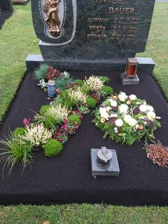 Grave Decorations, Table Decorations, Projects, Easter Ideas For Kids, Gardens, Crowns, Flowers, Cemetery Decorations, Garden Art