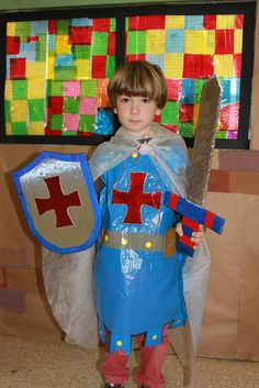 Carnival Crafts, Carnival Costumes, Diy Costumes, Vbs Crafts, Diy And Crafts, Crafts For Kids, Recycled Costumes, Castle Crafts, Castle Project