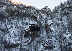 Allmannajuvet tourist route pavilion in Norway by Peter Zumthor. Photograph by Jan Andresen Peter Zumthor Architecture, Wooden Buildings, Snowy Forest, Arch Model, Sustainable Architecture, Ancient Architecture, Landscape Architecture, Arctic Circle, Snow Scenes