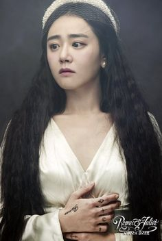 Moon Geun Young responds to negative reviews of her 'Romeo and Juliet' performance http://www.allkpop.com/article/2016/12/moon-geun-young-responds-to-negative-reviews-of-her-romeo-and-juliet-performance