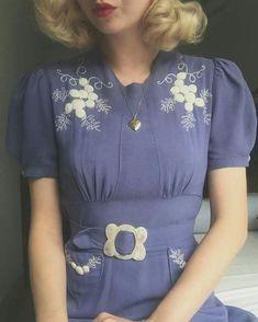 Floral detailed blue vintage dress - All About Vintage Outfits, Retro Outfits, Vintage Dresses, Vintage Clothing, Vintage Mode, Vintage Ladies, 1940s Fashion, Vintage Fashion, 40s Mode