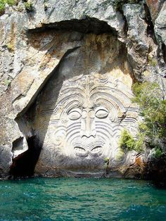 Lake Taupo Carvings, New Zealand. Maori rock carvings at Mine Bay on Lake Taupō, over 10 metres high and are only accesable by boat or Kayak. Carved in the in the image of an ancient Maori deity Places Around The World, The Places Youll Go, Places To See, Around The Worlds, New Zealand Lakes, New Zealand Travel, Lake Taupo New Zealand, North Island New Zealand, New Zealand Food