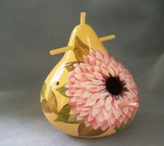 Hand Painted Bird House Pink Dahlia Gourd by HouseOfGourds on Etsy Yard Art Crafts, Hand Painted Gourds, Gourd Art, Craft Fairs, Bird Houses, Bird Feeders, Arts And Crafts, Dahlia, Pottery