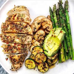 🤯😍Delish Baked ITALIAN Chicken Breasts, 🥑 + sautéed mushrooms, asparagus & crispy zucchini rounds seasoned with traderjoes new umami seasoning . Baked organic chicken breast (Season breasts with kou Quick Healthy Breakfast, Healthy Meal Prep, Breakfast Recipes, Healthy Eating, Healthy Recipes, Breakfast Ideas, Keto Meal, Detox Recipes, 7 Keto