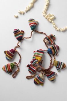 mini mitten garland--so very cute! Gonna give it a try with left over sock yarn. Knitting Projects, Crochet Projects, Knitting Patterns, Christmas Tree Garland, Christmas Crafts, Xmas Tree, Christmas Stuff, Crochet Mittens, Knit Crochet
