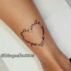 Inspirações lindas de tatuagens delicadas para homenagear pais e filhos.
