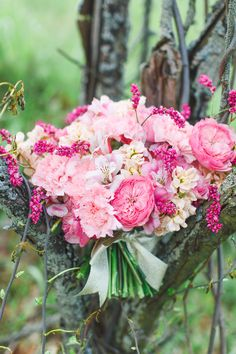 2014 Wedding Trends | garden Roses | Shades of Pink | We love the lush garden roses & the fullness they add to any bouquet!