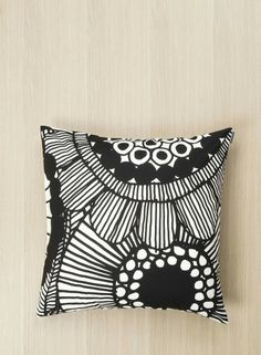 Lovelovelovelove. I love Marimekko, I love Siirtolapuutarha, I love B&W. ♡ Perfect.