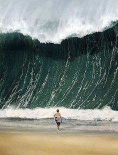 Awesome shots #8 actual photo of tsunami which later killed this man...
