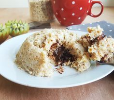 Aujourd'hui je vous propose une variante sympa et gourmande du bowlcake à la banane , avec un cœur coulant au chocolat noir . Le réconfort absolu pour attaquer sa journée du bon pied :D Ing…