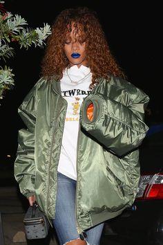 Would you wear blue lipstick like Rihanna?