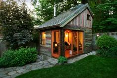his charming backyard retreat, constructed in less than six months, used salvaged lumber from three Oregon barns, a salvaged copper roof, natural plaster walls and a wood stove. The loft support is exposed, underlining a desire to showcase the beauty of the structural elements.