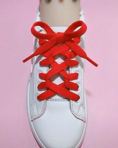 How To Tie Laces, Ways To Tie Shoelaces, Ways To Lace Shoes, How To Lace Vans, Diy Fashion Hacks, Fashion Tips, Shoe Lacing Techniques, Diy Clothes And Shoes, Tie Shoes