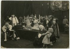 """La începutul lui 1915 Janovics a înființat împreună cu principalii competitori ai studiourilor Pathé, Projectograph, studiourile de film Proja. Acestea și-au propus să turneze 10 filme într-un an, față de 3 realizate în anul anterior. Numărul crescut de filme produse local trebuia să potolească """"setea de film"""" a populației, care nu mai avea acces (din cauza cenzurii) la filme străine. Concert, Concerts"""