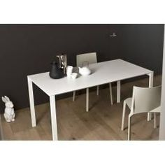 Table extensible Kristalia Thin-K en aluminium 80 x / gris anthracite (ral 7015 . - Kristalia Thin-K Aluminium Tisch ausziehbar 80 x 150 / 190 / anthrazitgrau (ral Table Kristalia Thin-K en aluminium extensible 80 x / gris anthracite (ral Kristali Rustic Furniture, Home Furniture, Furniture Design, Diy Dresser Makeover, Furniture Makeover, Dining Room Decor On A Budget, Table Extensible, Decor Scandinavian, Aluminum Table