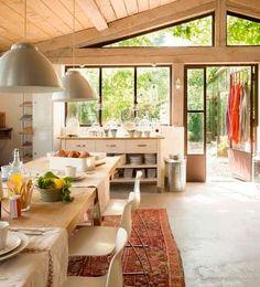 Vida rural (chic) | Ventas en Westwing. COCINA APETECIBLE  A los toscanos les apasiona la gastronomía, por eso la cocina es uno de los rincones preferidos de la casa. Este espacio está decorado con ricos detalles que personalizan y logran un ambiente realmente apetecible.