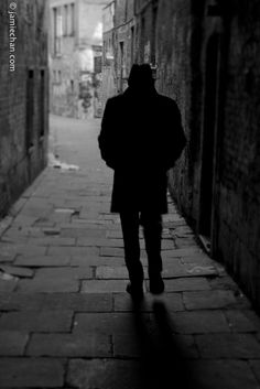 Un bărbat, un gang şi mai multe posibilităţi - Scrieri blitz