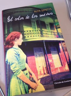 """The Spanish Book-of-the-Month club edition of """"Out of the Easy!"""""""