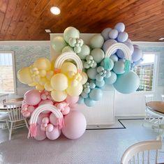 Balloon Flowers, Balloon Arch, Balloon Garland, Balloon Decorations, Rainbow Birthday Party, Birthday Parties, Pastel Party, Rainbow Balloons, Baby In Pumpkin