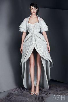Сегодня хочу вас познакомить с новой коллекцией от Ashi Studio Whispers The Spring/Summer 2017 couture. Этот бренд достаточно известен, но для тех, кто еще с ним не знаком, думаю, будет интересно прочитать и о дизайнере. Мохаммед Аши (Mohammed Ashi) — дизайнер из Саудовской Аравии. Ему 36 лет. В 2007 году он организовал бренд «Ashi Studio», продвижением занимался сначала лично через социальные…