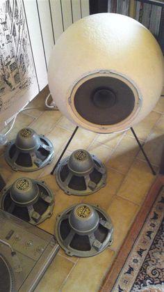 Supravox in elipson globe cabinet Open Baffle Speakers, Horn Speakers, Diy Speakers, Speaker Box Design, Sound Speaker, Audio Design, Audio In, Laque, Audiophile