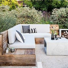 Best Outdoor Furniture for Decks, Patios & Gardens : Reclaimed style - Favorite Outdoor Furniture - Sunset Add stylish chairs, tables, and lounges to your backyard Outdoor Sofa, Outdoor Rooms, Outdoor Living, Outdoor Decor, Outdoor Cushions, Outdoor Benches, Outdoor Corner Bench, Outdoor Sectionals, Small Outdoor Spaces