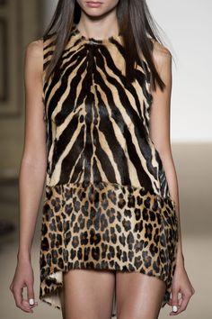 Simonetta Ravizza at Milan Fashion Week Spring 2014 - Simonetta Ravizza at Milan Fashion Week Spring 2014 – Details Runway Photos Source by MeKaleli - Fashion Art, Look Fashion, Fashion Prints, High Fashion, Womens Fashion, Leopard Fashion, Animal Print Fashion, Animal Prints, Leopard Prints