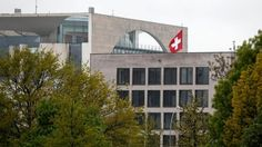 L'espion suisse présumé reste en détention