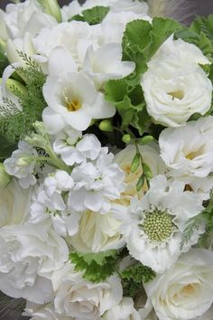 Hello Darling - white and green summer bouquet detail