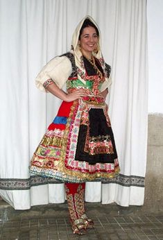 FolkCostume&Embroidery: Women's Costume and Embroidery of Lagartera, Province of Toledo, Castile, Spain Man Of La Mancha, Costumes For Women, Castile Spain, Sari, Embroidery, Inspiration, Fashion, Suits, Saree