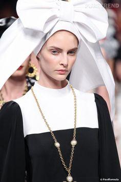 La bonne soeur et la coiffe alsacienne - Défilé Moschino printemps-été 2014