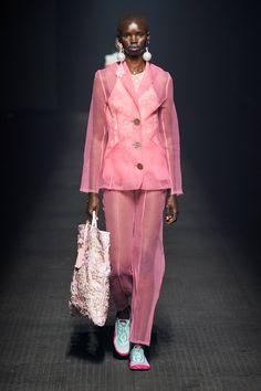 Kenzo Spring 2020 Ready-to-Wear Fashion Show - Vogue Fashion Week, Fashion 2020, Runway Fashion, Spring Fashion, High Fashion, Fashion Looks, Fashion Outfits, Womens Fashion, Fashion Trends