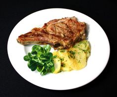 Chuleta de Ávila con patatas panaderas Steak, Chicken, Food, Potatoes, Restaurants, Essen, Steaks, Meals, Yemek