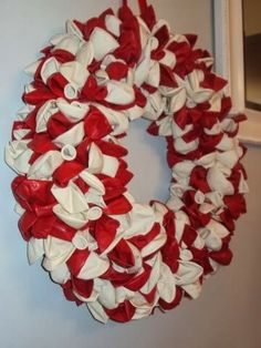 Decor: BALLOON WREATH