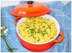 Schwäbischer Kartoffelsalat macht man immer ohne Mayonnaise. Nur Öl, Essig und Gemüsebrühe und schon habt Ihr einen leckeren schwäbischen Kartoffelsalat.