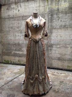 reproduction 1876 dress
