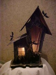 Halloween Wooden Craft that lights up. Haunted Home Simple Craft, provides strai… – Keep up with the times. Halloween Wood Crafts, Halloween Scarecrow, Halloween Village, Halloween Patterns, Halloween Haunted Houses, Halloween Images, Halloween House, Holidays Halloween, Halloween Crafts