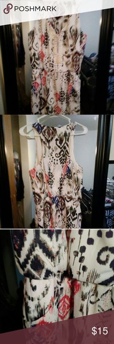 Razor Back Summer Dress with Pockets Worn once to a wedding. Super cute!!   Size 12 but will fit anyone who is a 10 to 12. Bisou Bisou Dresses Midi