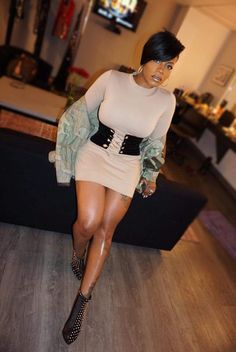 fvshion fiend Short Hair Outfits, Chic Outfits, Short Sassy Haircuts, Short Hair Cuts, Fantasia Hairstyles, Fantasia Barrino, Curly Hair Styles, Natural Hair Styles, Cut And Color