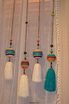 Pascuala Deco::Colorful Yarn and Thread Pulls. Pom Pom Crafts, Yarn Crafts, Diy And Crafts, Arts And Crafts, Craft Projects, Sewing Projects, Projects To Try, Diy Tassel, Tassels