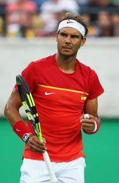 Nadal est qualifié pour les demi-finales du tournoi olympique. (Reuters) Rafael Nadal s'est qualifié vendredi pour les demi-finales du tournoi olympique en éliminant Thomaz Bellucci en trois sets (2-6, 6-4, 6-2).  A l'instar d'Andy Murray, également qualifié pour le dernier carré, Rafael Nadal a été malmené dans son quart de finale ce vendredi par Thomaz Bellucci. L'Espagnol, qui a perdu le premier set, a eu besoin de trois sets pour se défaire du Brésilien (2-6, 6-4, 6-2). Vamos Rafa !!