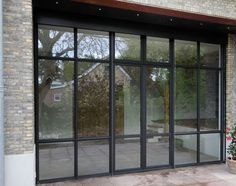 aluminium pui staal look aluminium pui staal look Staal look binnendeur design 4 - HaverkampSteel doors with oak flooring and furniture can make a great on-trend hallway - inc. Steel Windows, Windows And Doors, Pivot Doors, Sliding Door Hardware, Garden Office, Black Doors, House Extensions, Glass Door, Future House