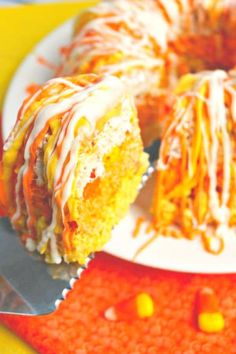 If you love candy corn, then this Easy Candy Corn Krispie Cake is for you. It's layered to look like candy corn and drizzled with candy melts, this rice krispie cake makes the perfect fall dessert! || Delightful E Made