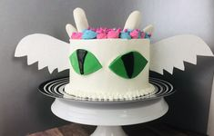 Make this fun cake for dragon lovers