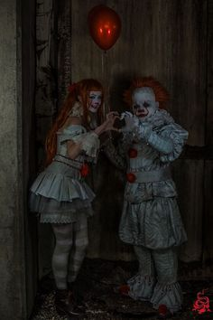 Pennywise and Femme Pennywise from It cosplay by Nihilist Cosplay & Hollita photo by Shinigami Photography Crazy Costumes, Scary Halloween Costumes, Diy Halloween Decorations, Halloween Horror, Halloween Cosplay, Cosplay Costumes, Scary Cat, Creepy Clown, It Pennywise Costume